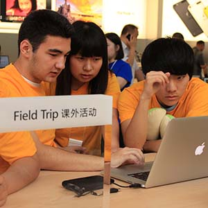 Students on a field trip to imovie workshop at the apple store
